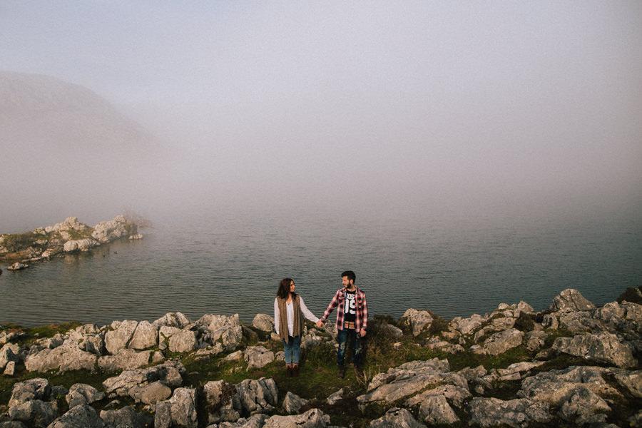 Sesion de pareja en un lago
